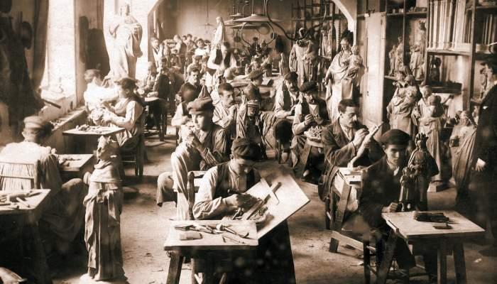 <p>Imatge del taller El Arte Cristiano (1896-1906). Arxiu Comarcal de la Garrotxa. Servei d&rsquo;Imatges.</p>