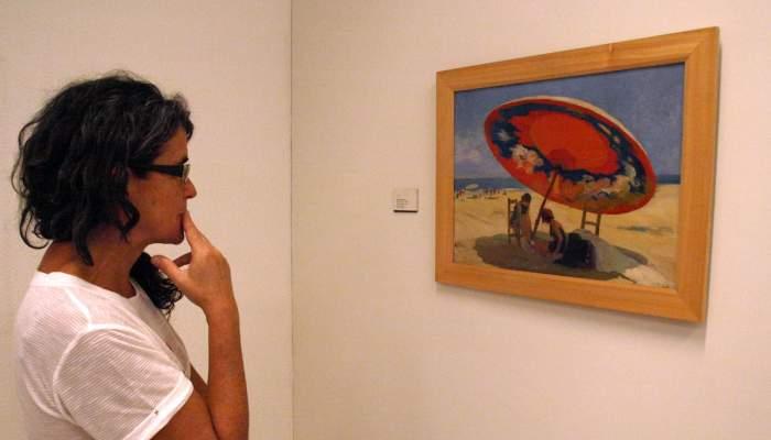 <p>Llu&iacute;s Masriera Ros&eacute;s (Barcelona 1872 - 1958). <em>Sota l&rsquo;ombrel&middot;la,</em> c. 1925. Pintura sobre fusta. 39,5 x 52,5 cm.</p>