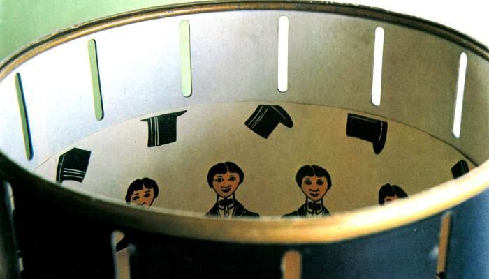 <p>El zo&ograve;trop &eacute;s l&rsquo;antecedent del cinema. Aquest va ser fabricat per la casa Borr&agrave;s el 1910. Foto &copy; MJC</p>