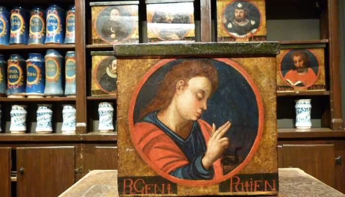 <p>Polychrome, Renaissance-style box showing the image of John the Evangelist.</p>