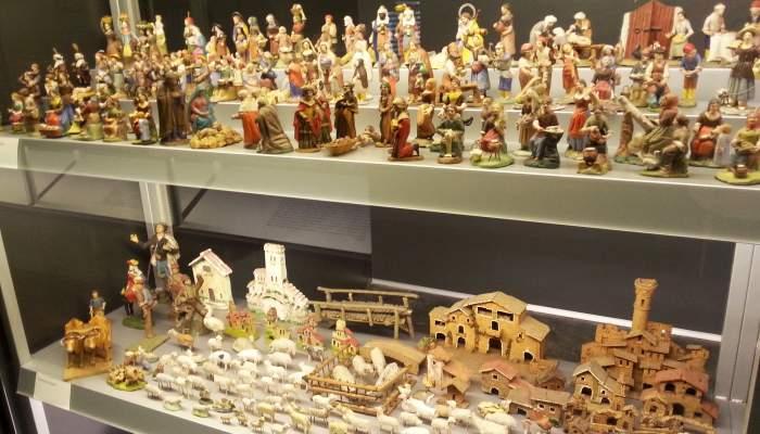 <p>Nativity figurines.</p>