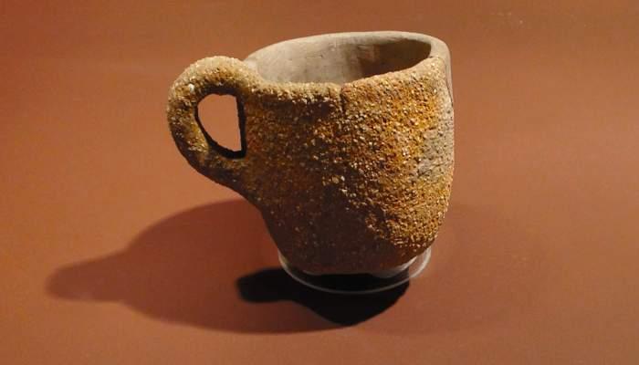 <p>Ceramic pot.</p>
