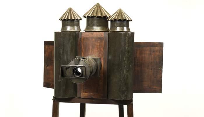 <p>Lanterne magique de fantasmagorie (c. 1850) Photo : J.M. Oliveras.</p>
