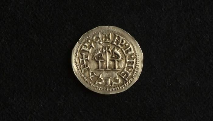 <p>Tremissis del reinado de &Eacute;gica &ndash; Vitiza (700-702 d.C.), de Tarragona, procedentes del poblado hispano visigodo de Bovalar.</p>
