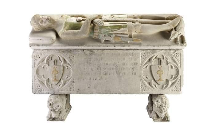 <p>Sarcòfag d'Hug de Copons, de Sant Julià del Llor (Segarra), atribuït a Pere Moragues, s. XIV.</p>