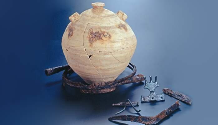 <p>Enterrament ib&egrave;ric compost per urna i aixovar procedents de la necr&ograve;polis de Mianes (Santa B&agrave;rbara).</p>