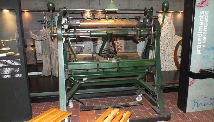 <p>Pantographe, machine servant &agrave; graver les cylindres d'impression</p>