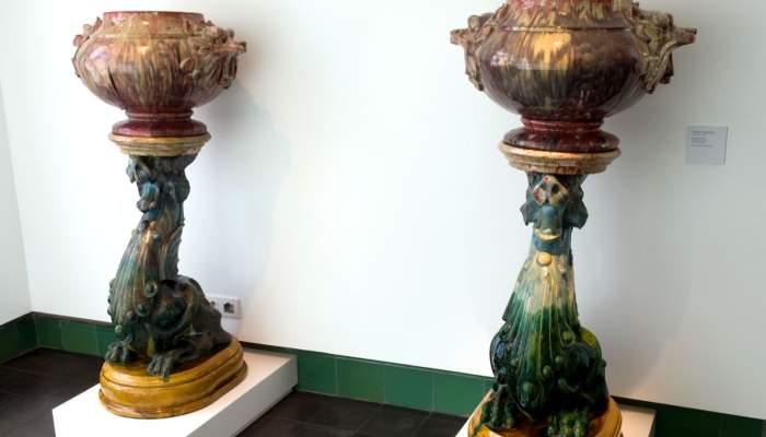 <p>Jardineras de columna, Marian Burgu&egrave;s i Serra, c. 1896, Sabadell, arcilla, molde y torno. &copy; Xavi Oliv&eacute;</p>