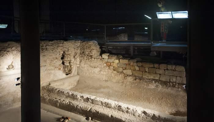 <p><em>Alveus</em> o piscina de agua caliente conservada en la sala del <em>caldarium</em> de las termas de Baetulo. Fotograf&iacute;a de Llu&iacute;s And&uacute;, Museo de Badalona.</p>