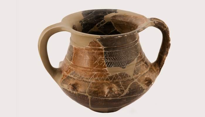 <p>Vas de cer&agrave;mica ib&egrave;rica, conegut com el <em>Vas de les Naus</em>, segle IV aC. Dip&ograve;sit de la Universitat de Barcelona. Fotografia d'Antonio Guill&eacute;n, Museu de Badalona.</p>