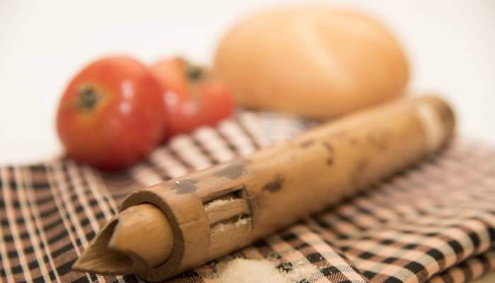 <p>Les sali&egrave;res en roseau &eacute;taient un des ustensiles les plus utilis&eacute;s par les paysans dans les champs, &agrave; l&rsquo;&eacute;poque contemporaine</p>