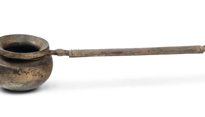 <p><em>Simpulum</em> romain en bronze, &eacute;poque romaine (III<sup>e </sup>si&egrave;cle av. J.-C. - IV<sup>e</sup> si&egrave;cle apr. J.-C.). Site arch&eacute;ologique&nbsp;: les Sorres (Gav&agrave;-Viladecans)</p>