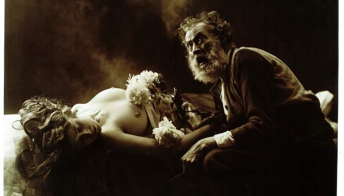 <p><em>En quin punt del cel et trobar&eacute;</em>, Joan Vilatob&agrave;, c. 1915, bromur virat, 62 &times; 95 cm</p>