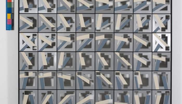 <p><em>Rotaci&oacute; i intersecci&oacute; de dos buits sobre buit 17 (Rotation et intersection de deux vides sur vide&nbsp;17)</em>, 1973, aluminium, aluminium anodis&eacute; brillant, peint et d&eacute;coupe sur bois, et bois, 150,5 &times; 15</p> <p>&nbsp;</p>