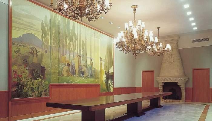 <p>Menjador per a actes extraordinaris, amb el plaf&oacute; mural d&rsquo;Alexandre de Riquer, 1901. MdT 15.087 Foto: Museu de Terrassa</p>