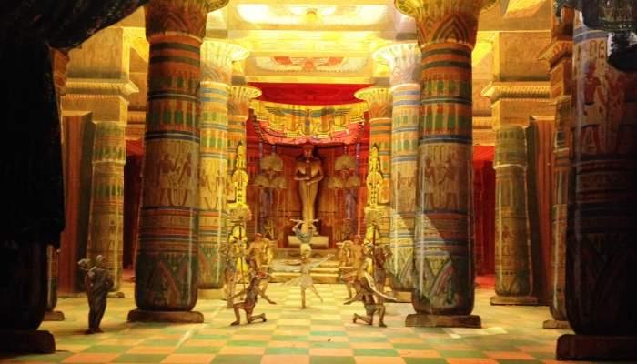 <p>Set model of <em>A&iuml;da</em> (G. Verdi). First act, fourth set: Temple of the god Ptah, 1945</p>