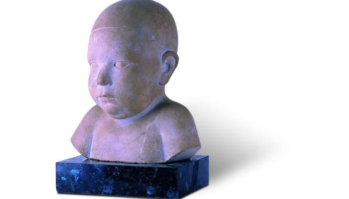 <p><em>Retrat del meu fill Jordi</em>, 1928-1930, Joan Rebull Torroja, pedra d'Ulldecona, 25 × 20 × 15 cm</p>