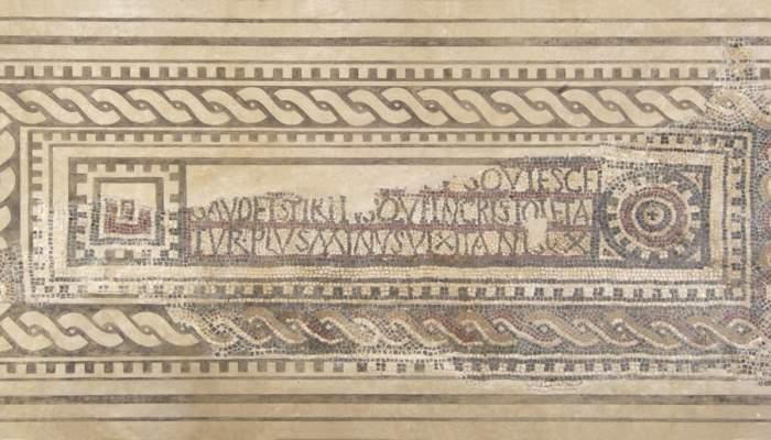 <p>Lauda sepulcral amb mosaic d&rsquo;&egrave;poca tardoromana</p>