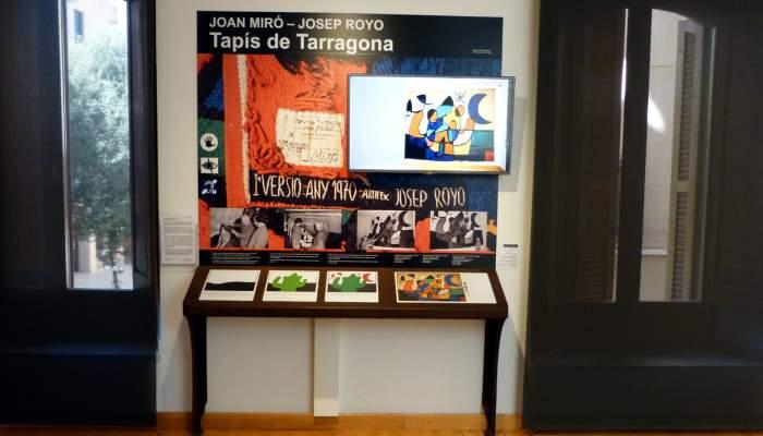 "<p><strong><span style=""font-weight: 400;"">Espai tactovisual dedicat al </span><em><span style=""font-weight: 400;"">Tap&iacute;s de Tarragona</span></em><span style=""font-weight: 400;"">, de Joan Mir&oacute; i Josep Royo</span></strong>.</p>"