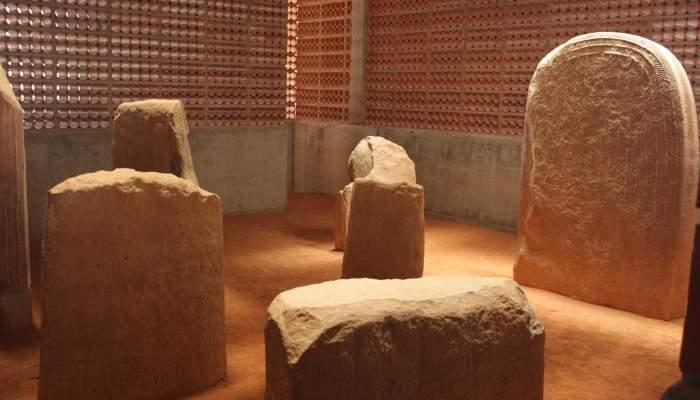 <p>Detalle dorsal de una de las estelas que formaban la estatua-menhir, anterior al tercer milenio a.C.</p>