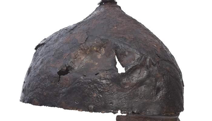 <p>Helmet and nape protector from the Pedrera necropolis (Vallfogona de Balaguer - T&eacute;rmens)</p>