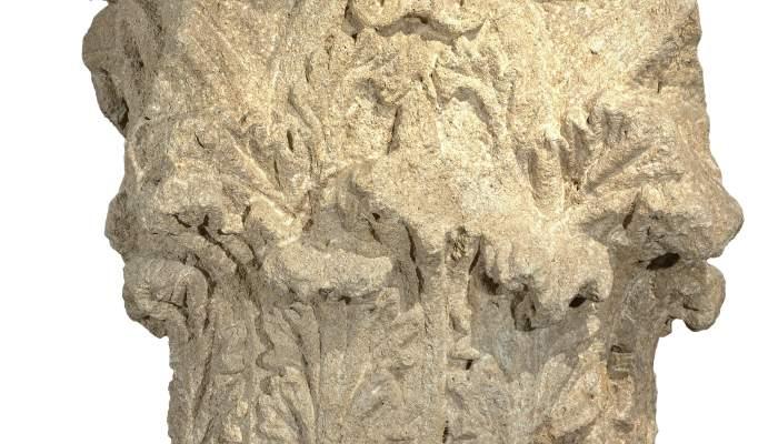 <p>Capitel corintio localizado en 1880 en la plaza de Sant Joan de Lleida</p>