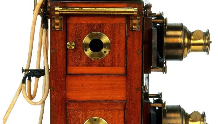 <p>Lanterne magique &agrave; double objectif, Butcher &amp; Sons Ltd. Biunial, Grande-Bretagne, vers 1880</p>