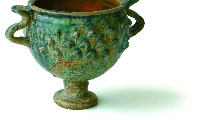 "<p><strong><span style=""font-weight: 400;"">Copa, segles I aC - II dC, cer&agrave;mica vidrada. Jaciment de Cal Ros de les Cabres</span></strong></p>"