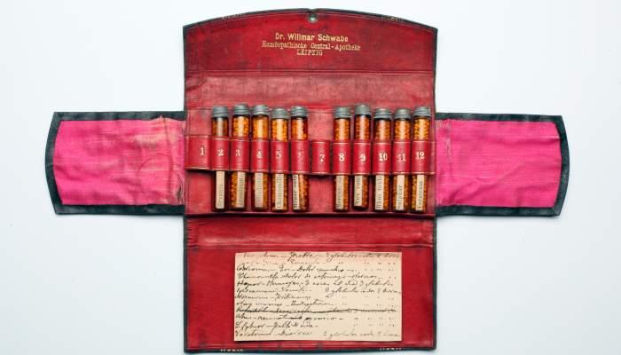 "<p><strong><span style=""font-weight: 400;"">Farmaciola, finals del segle XIX - principis del segle&nbsp;XX</span></strong></p>"