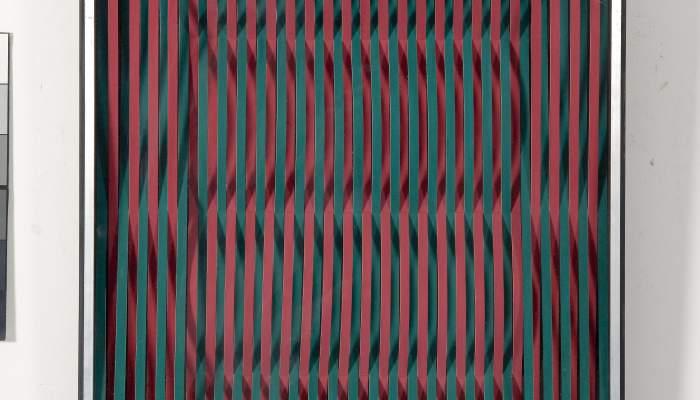 <p><em>Incisi&oacute; complement&agrave;ria amb espai (Incision compl&eacute;mentaire avec espace)</em>, 1969, petit carton, technique mixte, m&eacute;thacrylate et bois, 59 &times; 59 &times; 6,2&nbsp;cmh</p>