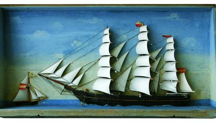 <p>Maquette d&rsquo;un demi-navire</p>