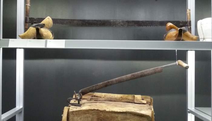 <p>Clog-maker&rsquo;s tools</p>