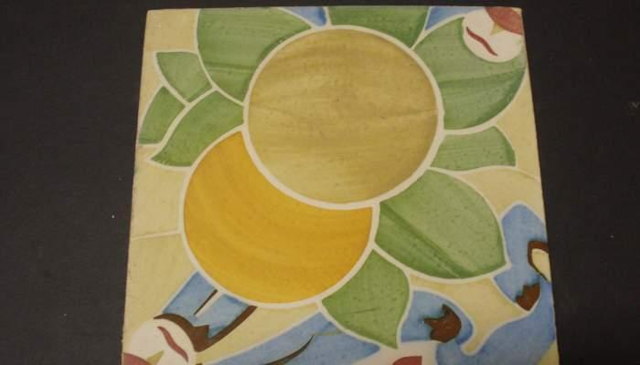 <p>Piece that forms part of a modernista set of seven ceramic tiles.</p>