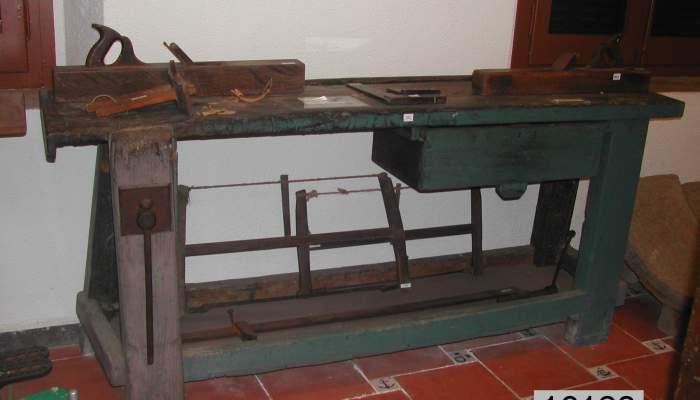 <p>El museo posee piezas originales de oficios artesanos, como este banco de carpintero</p>