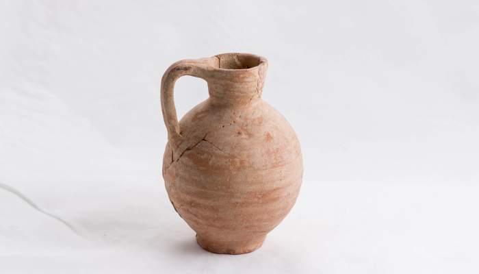 <p>Jarrita monoansada de cer&aacute;mica procedente de la necr&oacute;polis romana de la calle Col&oacute;n de Montmel&oacute;.</p>