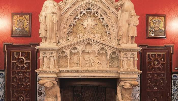 <p>Chimenea monumental del Palacio de la Generalitat, Joan Rubi&oacute; i Bellver (arquitecto autor del proyecto) y Josep Maria Camps i Arnau (escultor),&nbsp;<em>c</em>. 1926, alabastro esculpido, con aplicaciones de policrom&iacute;a</p>