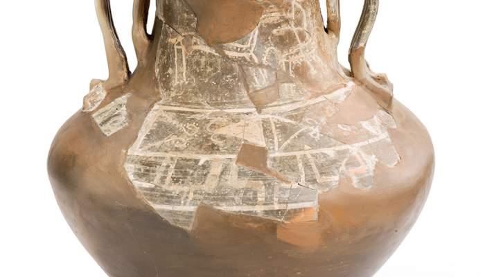 <p>Imagen del jarr&oacute;n llamado&nbsp;<em>Vaso de los caballos</em>, en la que se aprecia una escena de un jinete sobre un caballo</p>