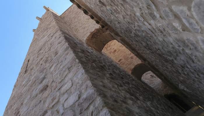 <p>Torre del segle X des d&rsquo;on es feien senyals de fum per avisar la poblaci&oacute; de perills imminents</p>