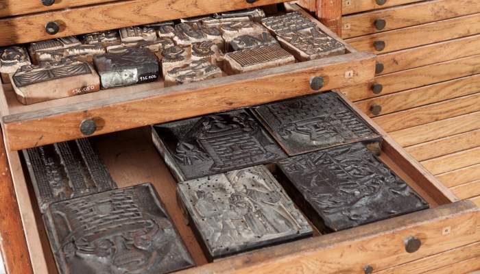 <p><em>Xilografies de la impremta Carreras</em>, segles XVIII- XIX. Fusta, 195 x 88 cm. Impremta Carreras, Girona. Museu d&#39;Art de Girona - Fons d&#39;Art Diputaci&oacute; de Girona.</p>