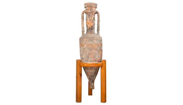 <p>&Agrave;mfora romana dissenyada per ser transportada en rutes comercials mar&iacute;times</p>