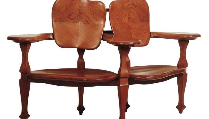<p><em>Two-seat sofa</em>, Antoni Gaud&iacute;, 1904-1906. Carved ash wood,&nbsp;104.5 x 167 x75.5 cm.</p>