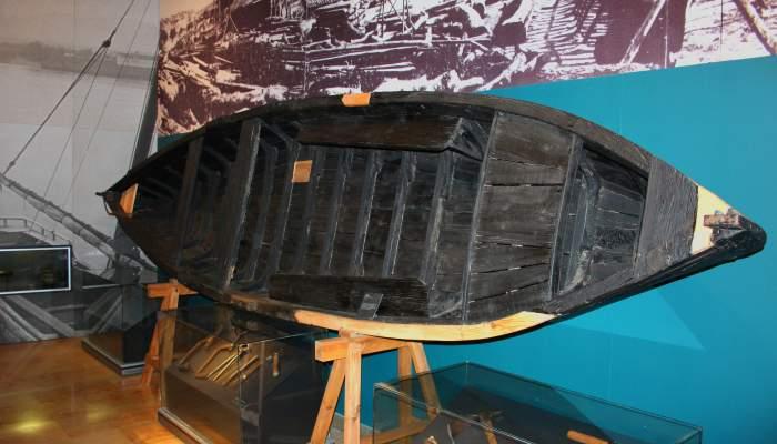 <p>Este pontón fue construido en Miravet por Manuel Borrell, el último calafate del Ebro.</p>