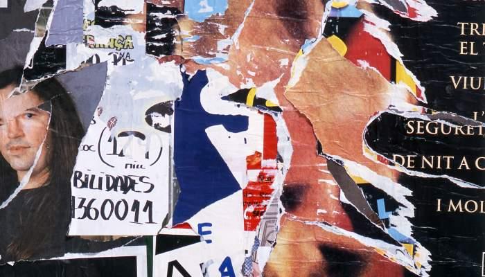 <p><em>Barcelone</em>, Jacques Villeglé, 2002, cartells esquinçats encolats sobre tela</p>