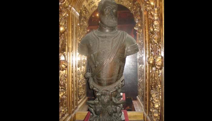 <p><em>Busto de Carlos V</em>&nbsp;(copia), Leone Leoni y su hijo Pompeo Leoni,&nbsp;<em>c</em>. 1553, bronce</p>