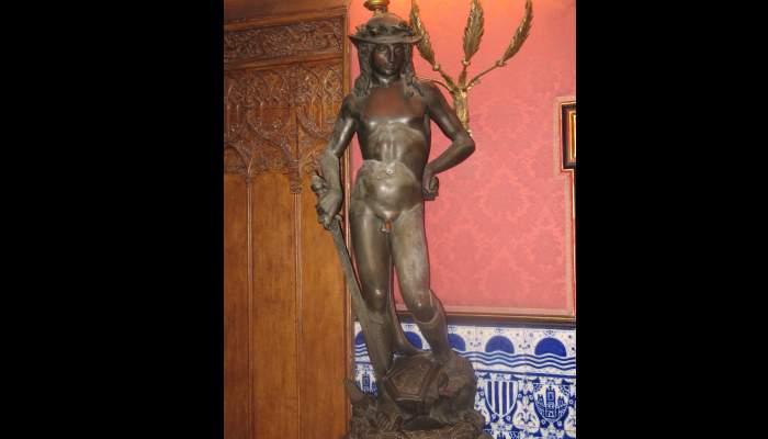 <p><em>David</em>&nbsp;de Donatello (copia), 1430-1440 bronce</p>