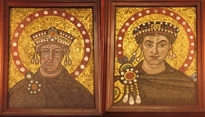<p>Copia de los&nbsp;<em>Mosaicos de Justiniano y Teodora</em>, 547,<em>&nbsp;</em><em>presbiterio de la iglesia de</em><em>&nbsp;</em>Sant Vidal de R&aacute;vena, Italia</p>