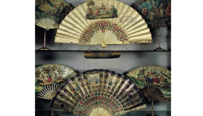 <p>Col&middot;lecci&oacute; de ventalls, composta per m&eacute;s de tres-cents exemplars datats entre els segles XVIII i XX. &copy;&nbsp;Museu Frederic Mar&egrave;s. Foto: Antoni Lerma</p>