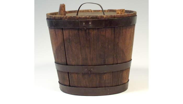 """<p><span style=""""font-weight: 400;"""">C&agrave;ntir de fusta, segle&nbsp;XIX, 26,5&nbsp;&times;&nbsp;29,5&nbsp;cm, Catalunya</span></p> <p>&nbsp;</p>"""