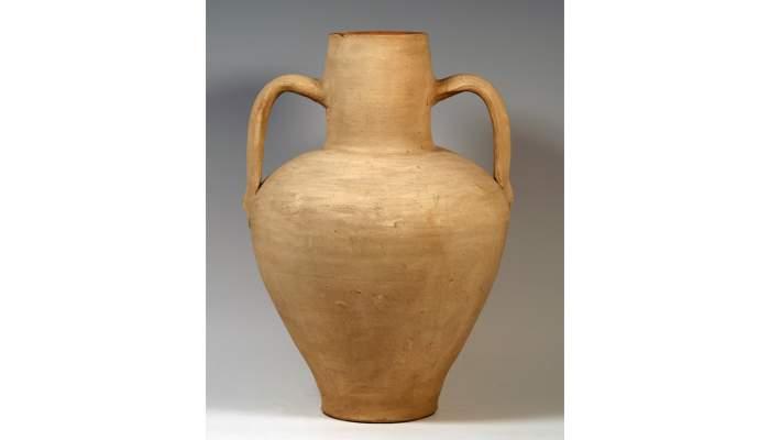 <p>Jug, second half of the 20th century, 42 &times; 29.5 cm, Mallorca (Balearic Islands)</p>