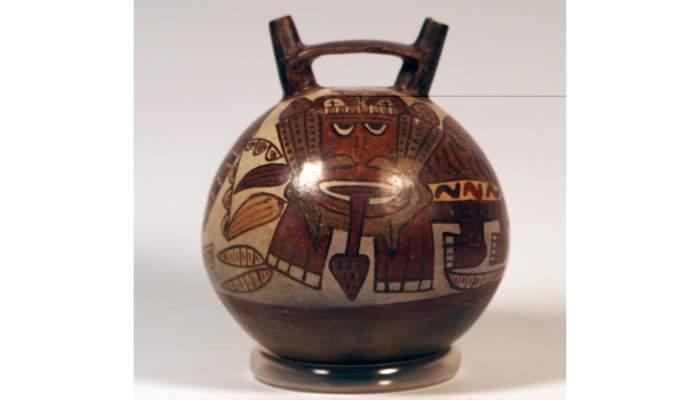 <p>C&agrave;ntir de la cultura <em>nasca</em>, segles I-II dC, 19,6 &times; 16 cm, Per&uacute;</p>